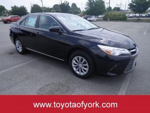 New 2017 Toyota Camry LE Automatic FRONT WHEEL DRIVE sedan